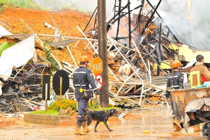 Desmoronamentos tiraram a vida de diversas pessoas durante a enchente | Foto Arquivo OCP News