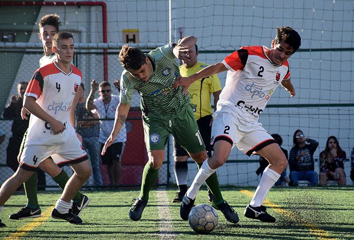 Lance da final do ano passado entre o campeão Flamengo (branco) e Amigos Foot Club I Foto Lucas Pavin/Agência Avante!