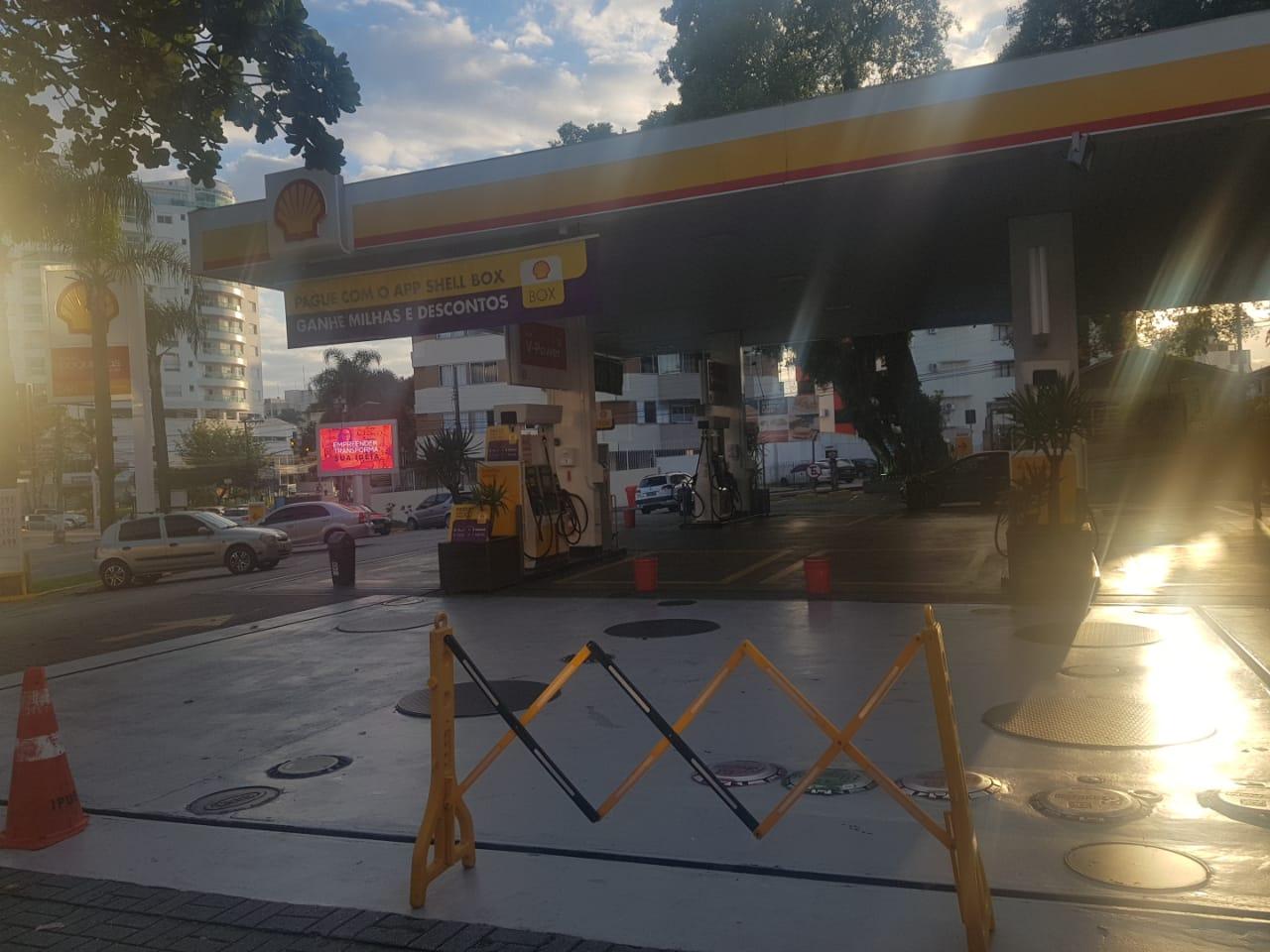 Posto do Continente que funciona 24h está fechado (Foto: Rafael Martini)