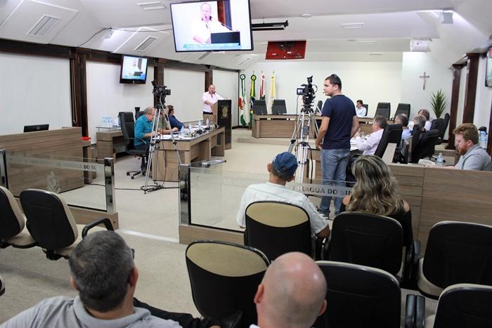 Além do YouTube, a Câmara de Vereadores também transmiti ao vivo as sessões legislativas pelo Facebook | Foto Divulgação CMJS
