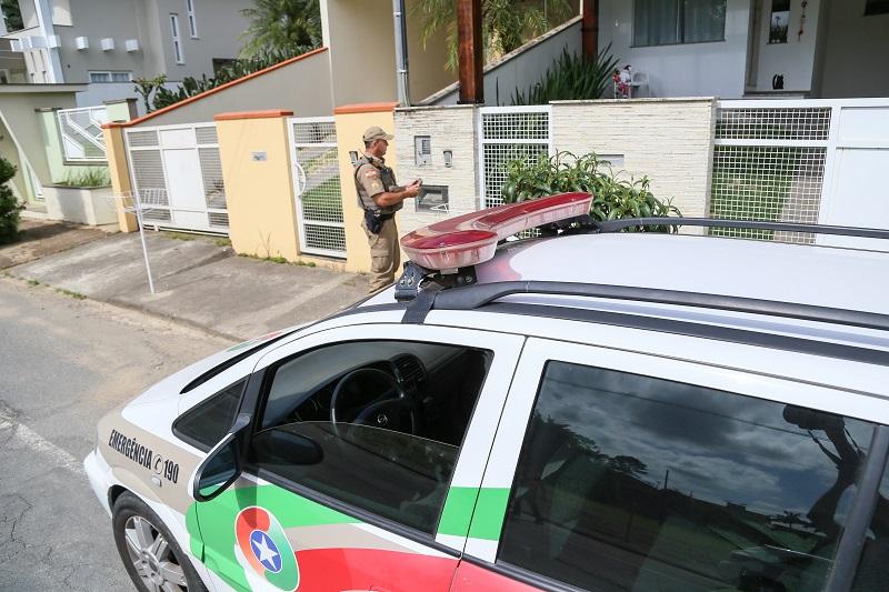 Para cada grupo de vizinhos há um policial que administra a rede