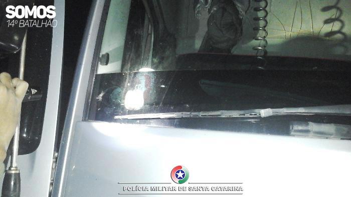 PMs da Radiopatrulha localizaram o caminhão do acusado na rua Germano Mahnke, no bairro João Tozini | Foto: 14º BPM/Divulgação