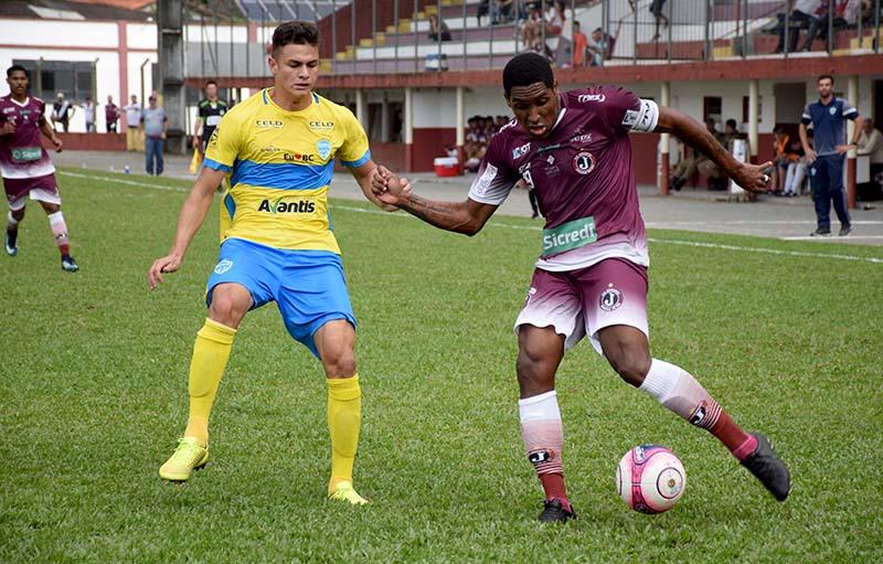 Atacante Jonatas Obina fez sua estreia como titular e deu assistência ce639232e2c34