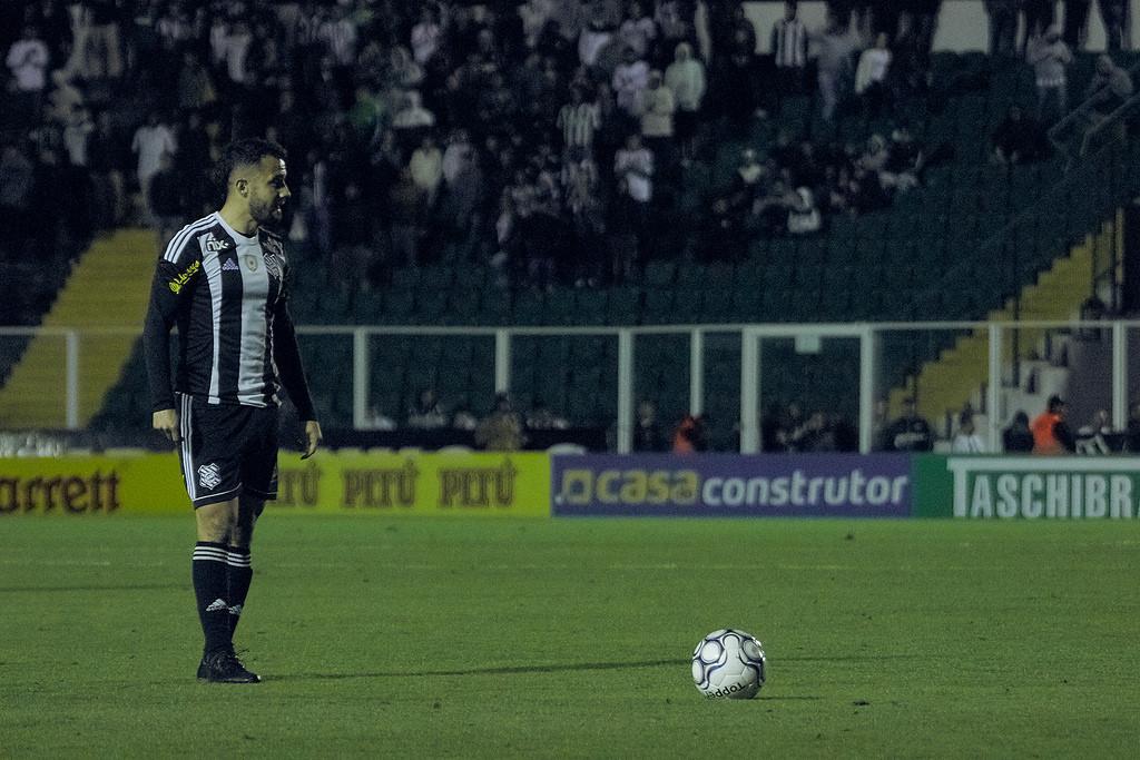 Figueirense parou na defesa do Goiás   Foto Divulgação/FFC