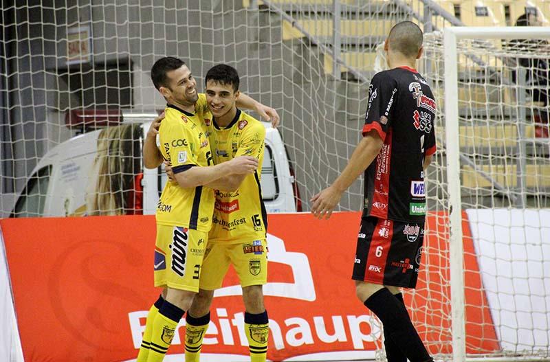 Yuri (E) e Torres marcaram para o aurinegro na partida | Foto: Lucas Pavin/Agência Avante!