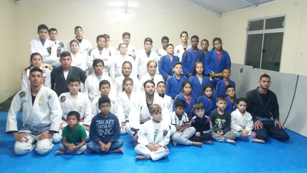 A iniciativa busca desenvolver o Jiu-Jitsu, com crianças e adolescentes na comunidade da Vila União e Vargem do Bom Jesus   Foto/Divulgação/PMF