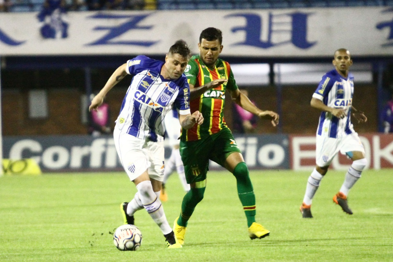 André Moritz  sofreu com a marcação do Sampaio| FotoJamira Furlani/Divulgação/Avaí FC