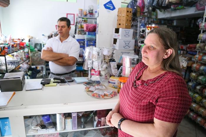 Neusa e Darlei consideram o bairro tranquilo | Foto Eduardo Montecino/OCP News