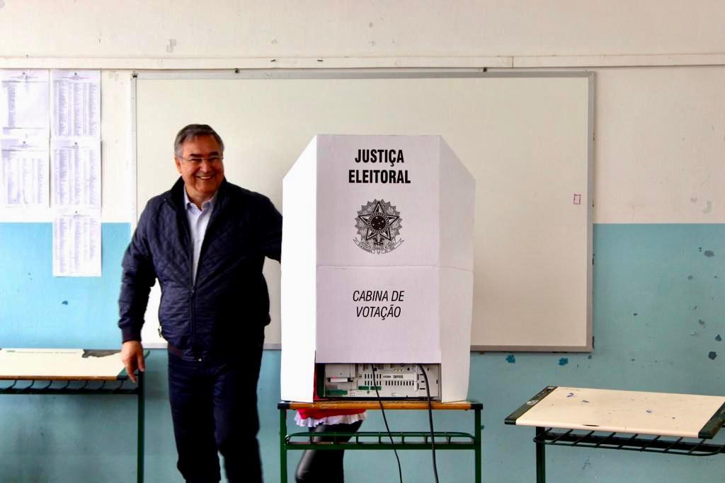 Ex-governador Raimundo Colombo votou em Lages | Foto Divulgação
