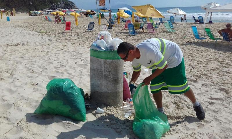 Neste domingo não houve coleta domiciliar nas praias, apenas manutenção da orla   Foto Comcap/Divulgação
