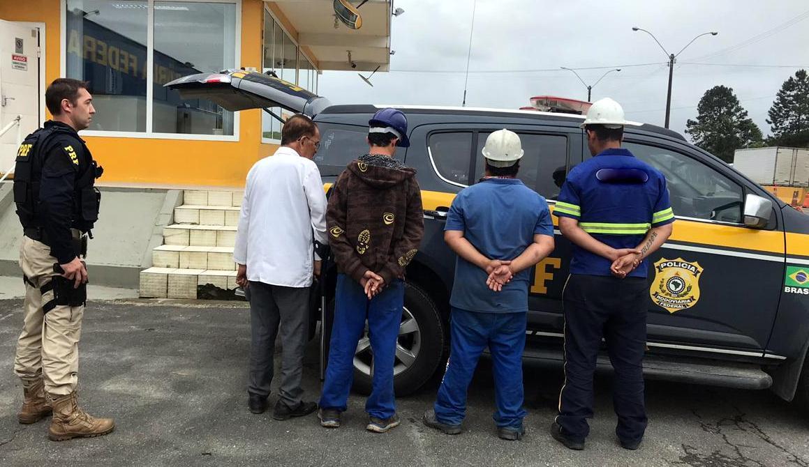 Membros do grupo se apresentaram como peões de obra. Um dos detidos tem 84 anos | Foto PRF/Divulgação