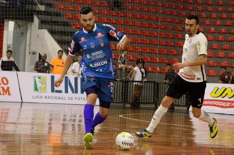 Jaraguá Futsal renova com pivô e encaminha contratação de ala 2fb2f2d1a970d