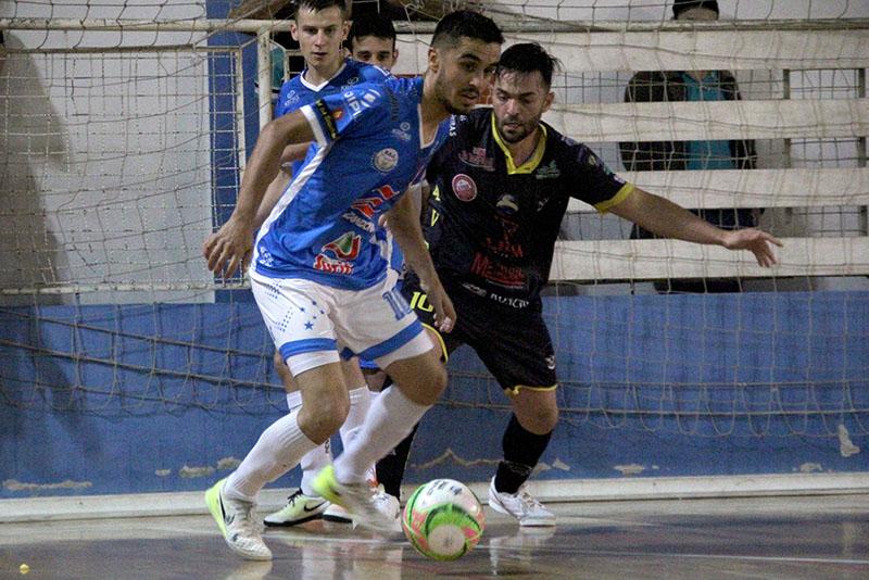 Cruzeiro (azul) e Difuntos chegam às semifinais com as melhores campanhas da primeira fase | Foto: Lucas Pavin/Agência Avante!