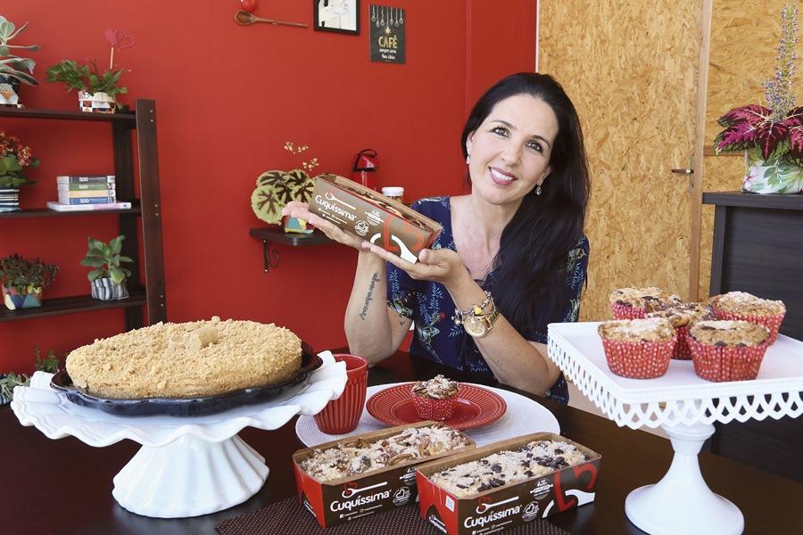 Para Beatriz, o diferencial de suas cucas e bolos é o processo totalmente artesanal | Foto Eduardo Montecino/OCP News