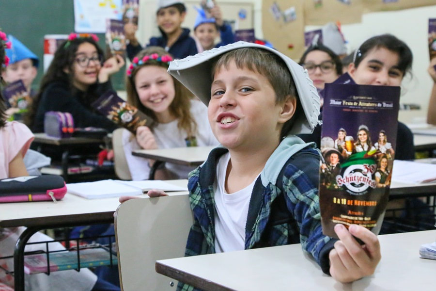 Cardápios, informativos, número de público e de bandas foram base para problemas matemáticos do 5º ano. | Foto Eduardo Montecino/OCP News