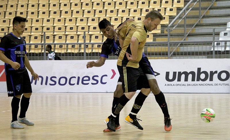 Time do Os Bagaceiros (dourado) é um dos quadrifinalistas | Foto Lucas Pavin/Agência Avante!