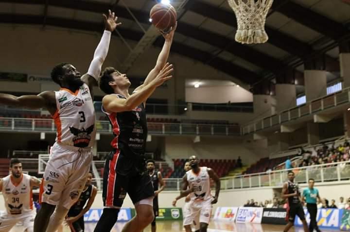 Joinville conquista a primeira vitória em casa neste NBB | Foto: Basquete Joinville/Divulgação