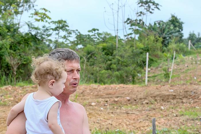 Valdinei morava no local onde as casas foram interditadas e demolidas após a enchente | Foto Eduardo Montecino/OCP News