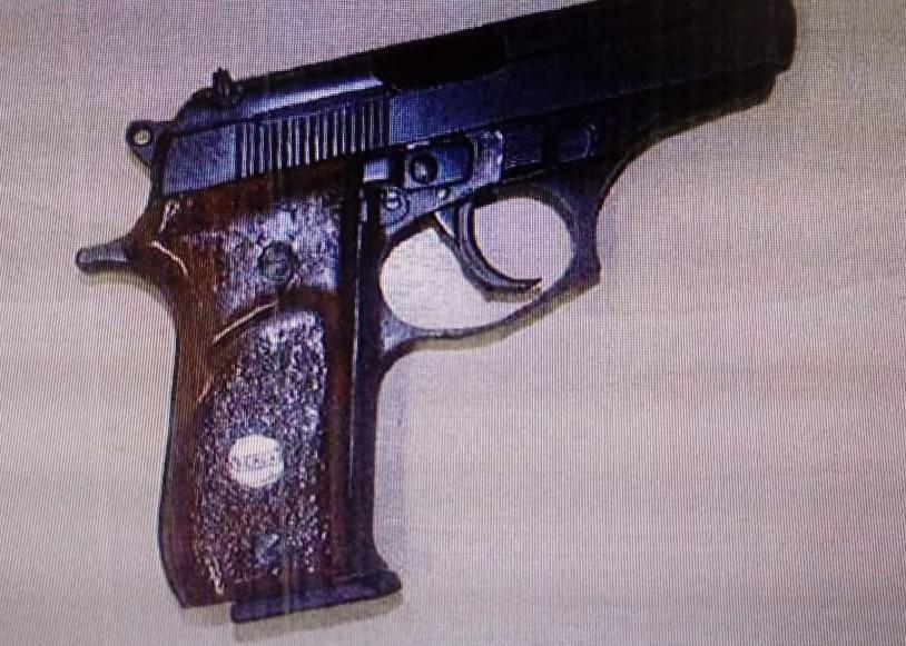 Pistola calibre .380 estava sem registro   Foto: Polícia Civil/Divulgação