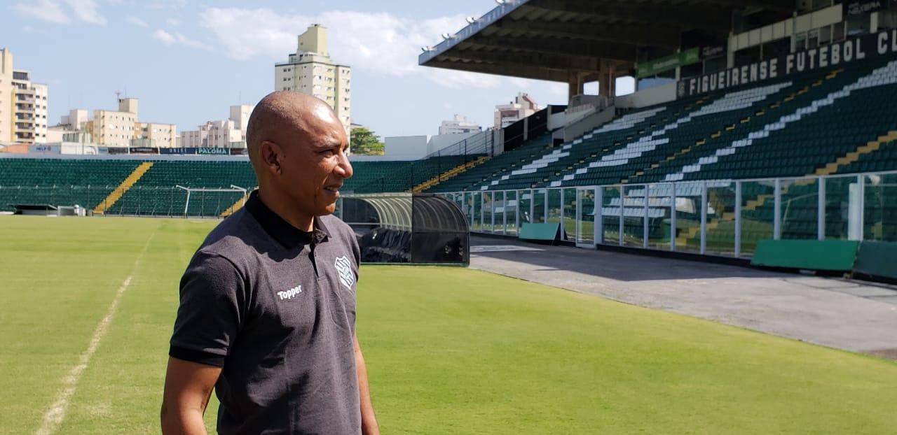 Hemerson, que chegou ao Scarpelli aos nove anos de idade, volta como técnico principal | Foto Figueirense FC/Divulgação