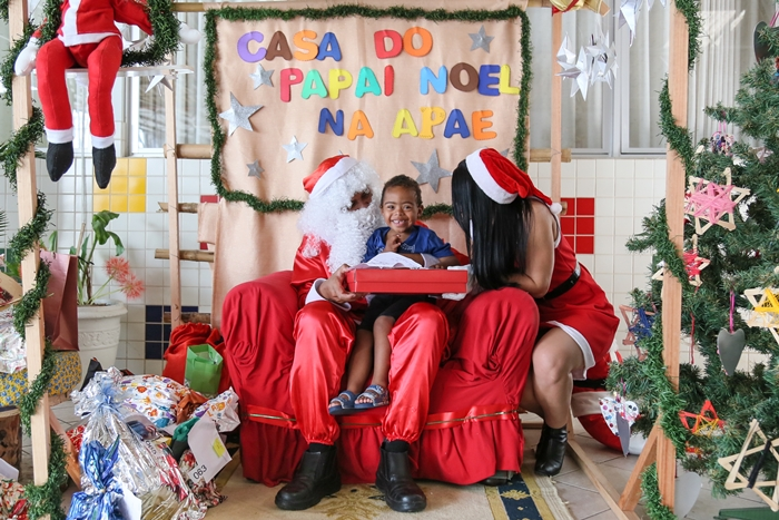 Pedidos como brinquedos, cesta básica, tratamento dentário e roupas foram atendidos pelos noéis da WEG | Foto Eduardo Montecino/OCP News