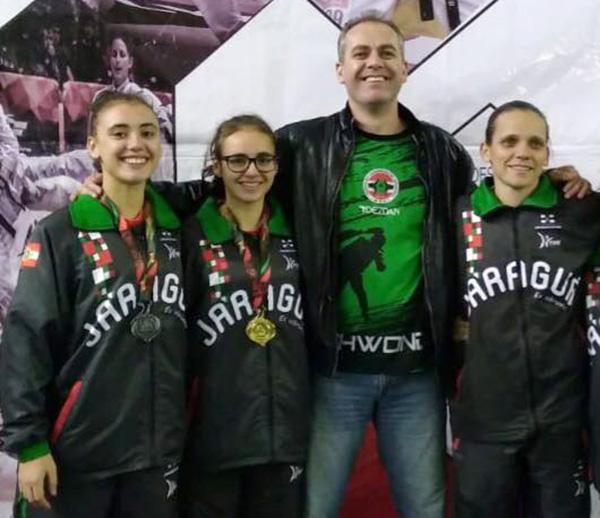 Técnica Alessandra Trevisan (D) e atletas Emanoella Siqueira (E) e Allana Siqueira representam Jaraguá e o estado no evento | Foto Divulgação