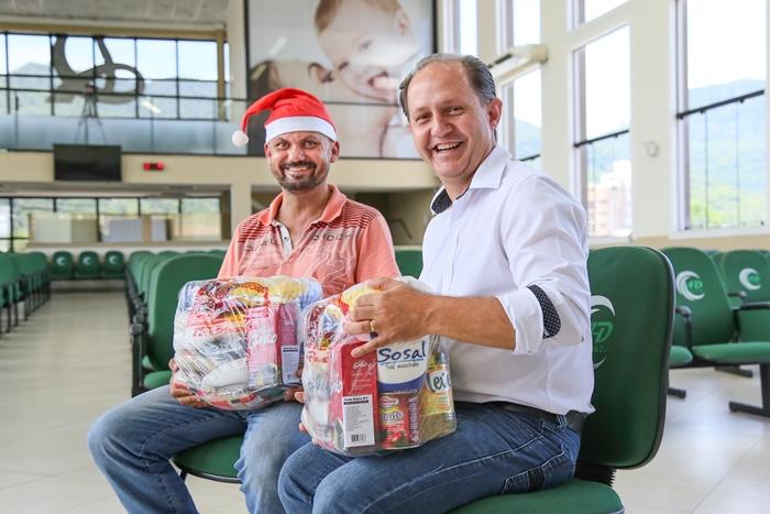 Pastor Manaceses Adão (D), diz que Natal é momento de oportunidades | Foto Eduardo Montecino/OCP News