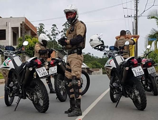Motociclista foi abordado por policiais militares na manhã desta quinta-feira (10) | Foto Divulgação?PM