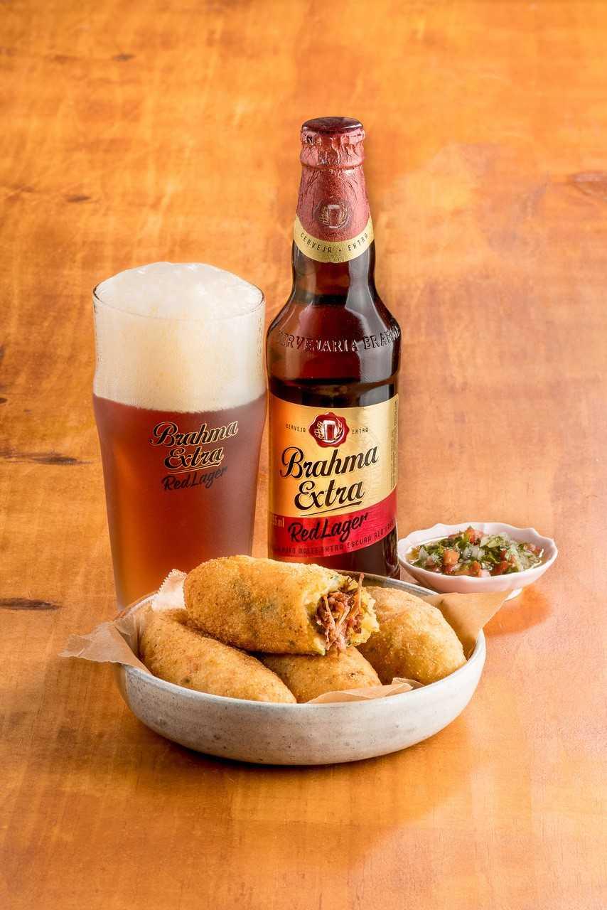 Cerveja  Chopp Brahma. Bolinho de Costela do Mercado Municipal do Rio de  Janeiro  4cd1fb3ebbce0