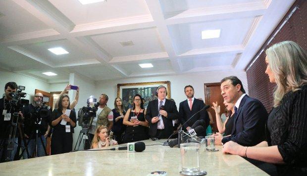 Carlos Moisés falou rapidamente aos jornalistas antes da posse | Foto Julio Cavalheiro/Secom