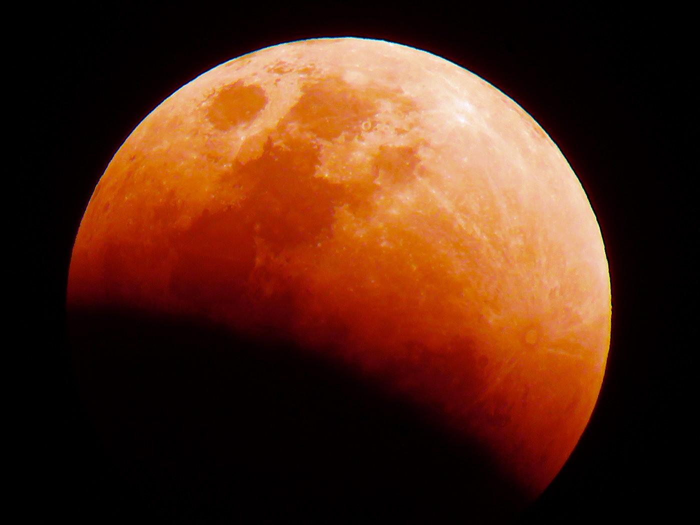 Registro da lua de sangue que ocorreu em 2018 | Foto Divulgação Wikimedia Commons