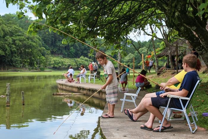 Muitas crianças foram pescar no Parque Malwee | Foto Eduardo Montecino/OCP News