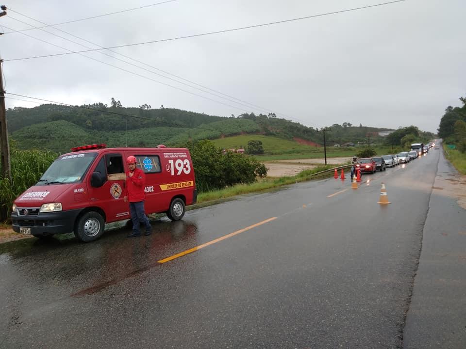 Bombeiros pedem atenção dos motoristas, pois o trânsito será desviado para uma via secundária | Foto Arquivo
