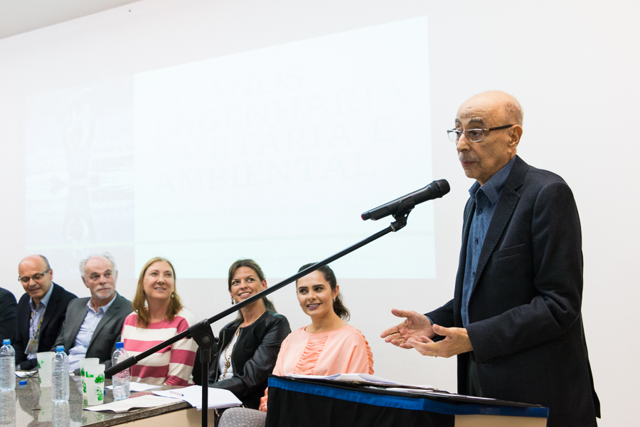 Professor Afonso durante evento comemorativo dos 40 anos do curso de Engenharia Sanitária e Ambiental da UFSC   Foto Henrique Almeida/Agecom/UFSC