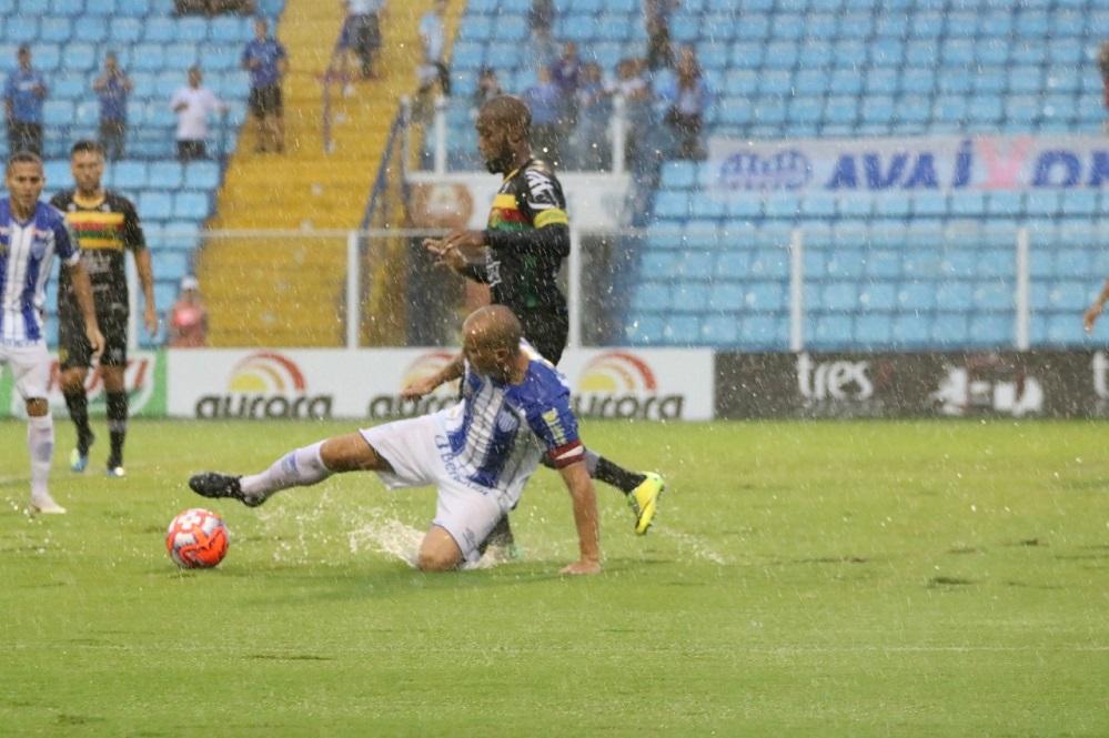 Jogo na Ressacada foi realizado sob forte chuva | Foto Frederico Tadeu/AFC