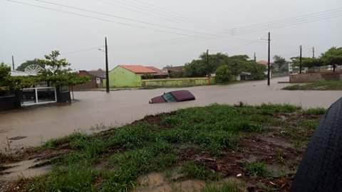 Água transformou ruas em rios em Araquari e Balneário Barra do Sul   Fotos Redes Sociais