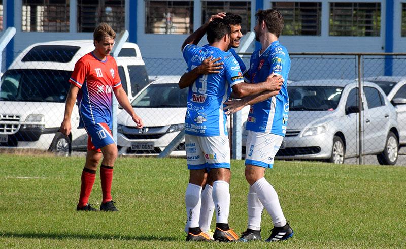 Cruzeiro (azul) não tomou conhecimento do LC Pneus | Foto Lucas Pavin/Avante! Esportes