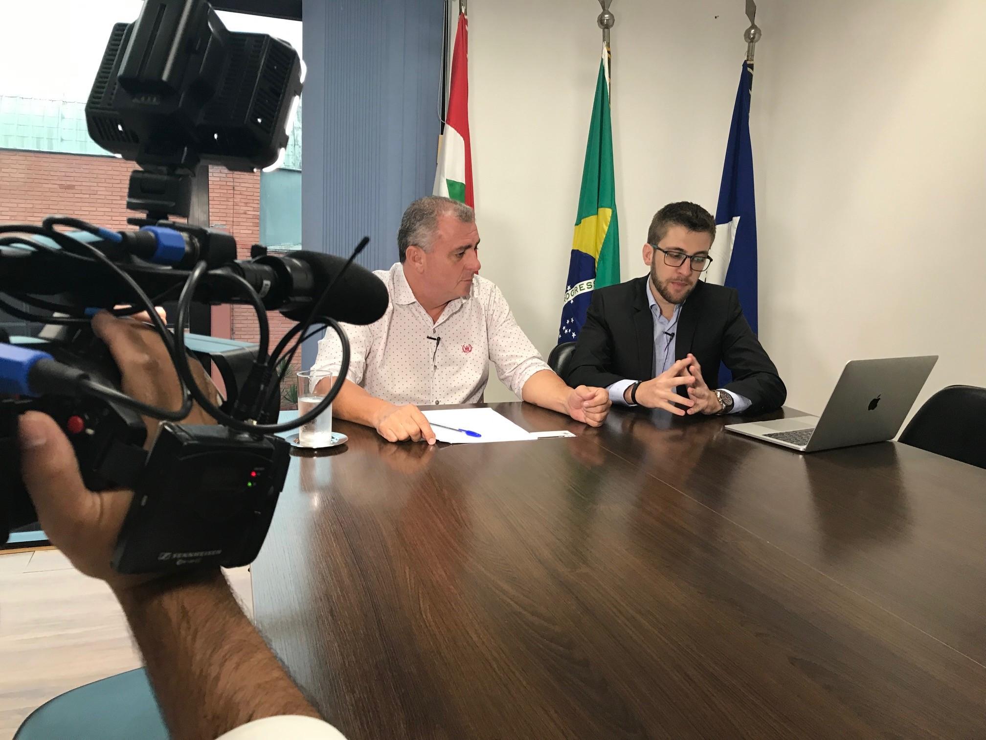 Claudio Aragão (à esquerda) está em seu segundo mandato de vereador pelo MDB | Foto Windson Prado/Ocp News