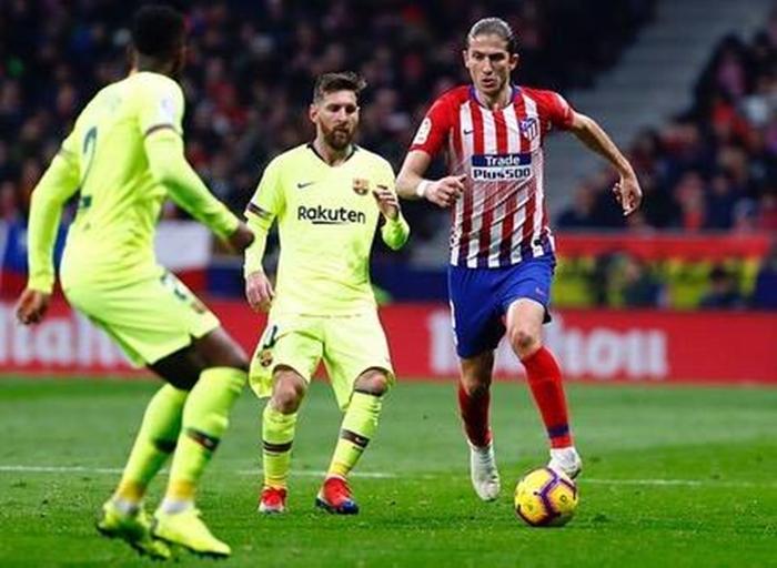 987e9d45b3 Filipe Luís em ação contra o Barcelona