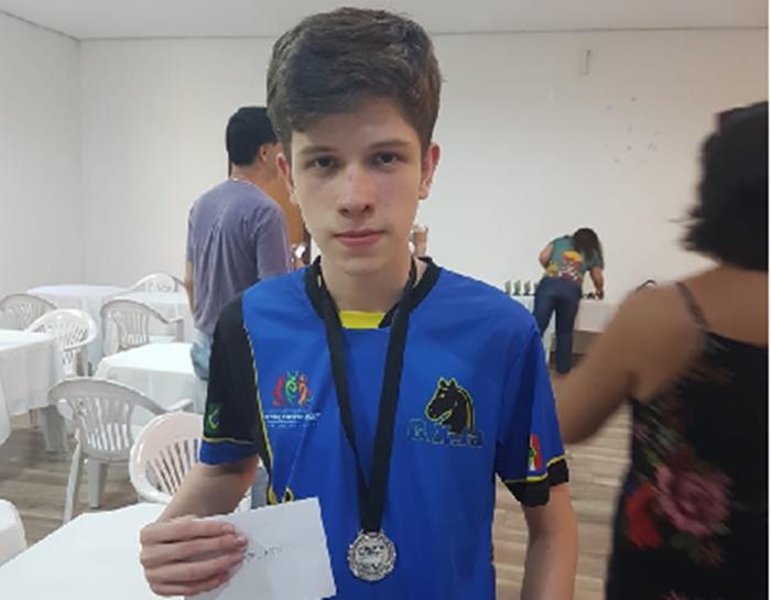Lucas Picolli é atleta do Clube de Xadrez Jaraguá | Foto Divulgação/Nazaré Picolli