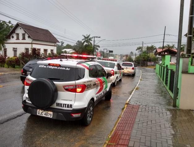 Abordagem ocorreu na tarde desta sexta | Foto: Tim Francisco/Divulgação