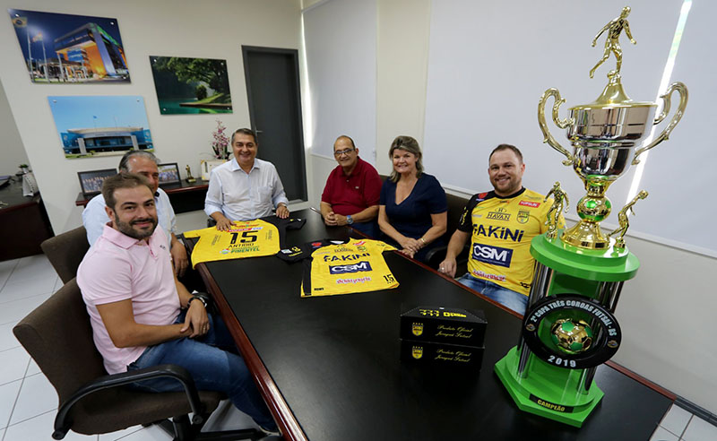 Encontro de dirigentes do aurinegro e autoridades do município aconteceu no gabinete do Prefeito Antídio Lunelli | Foto Gabriel Vieira/PMJS