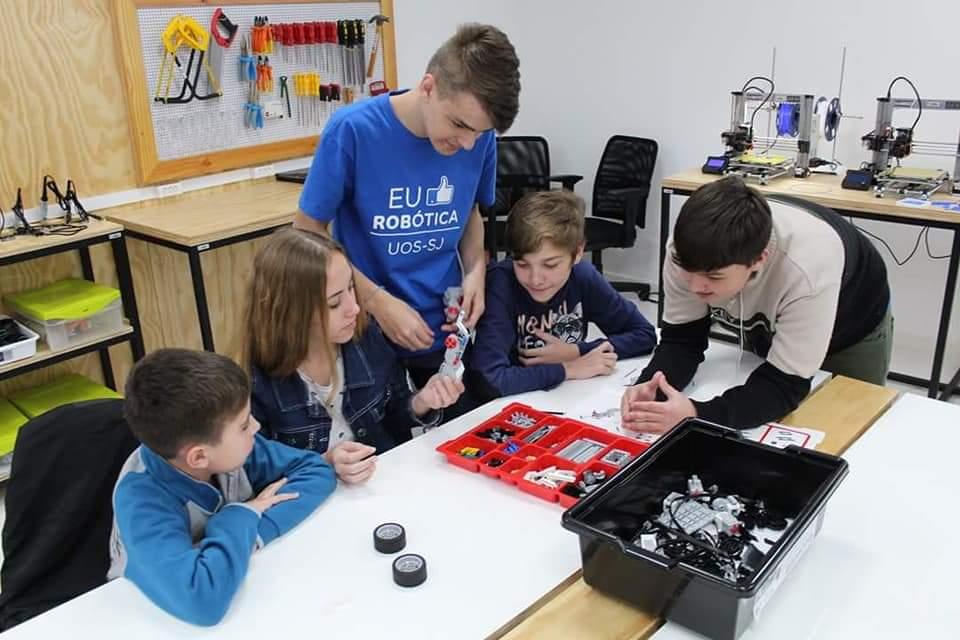 Espaço de Educação Maker tem o propósito de instigar os estudantes a criar e desenvolver os próprios projetos | Foto Divulgação