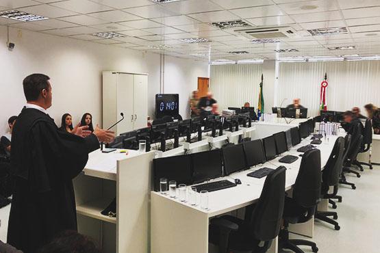 3ª Câmara Criminal do TJ, em sessão nesta terça-feira (26), decretou a prisão preventiva do homem flagrado com um fuzil AR-15   Foto TJSC/Divulgação
