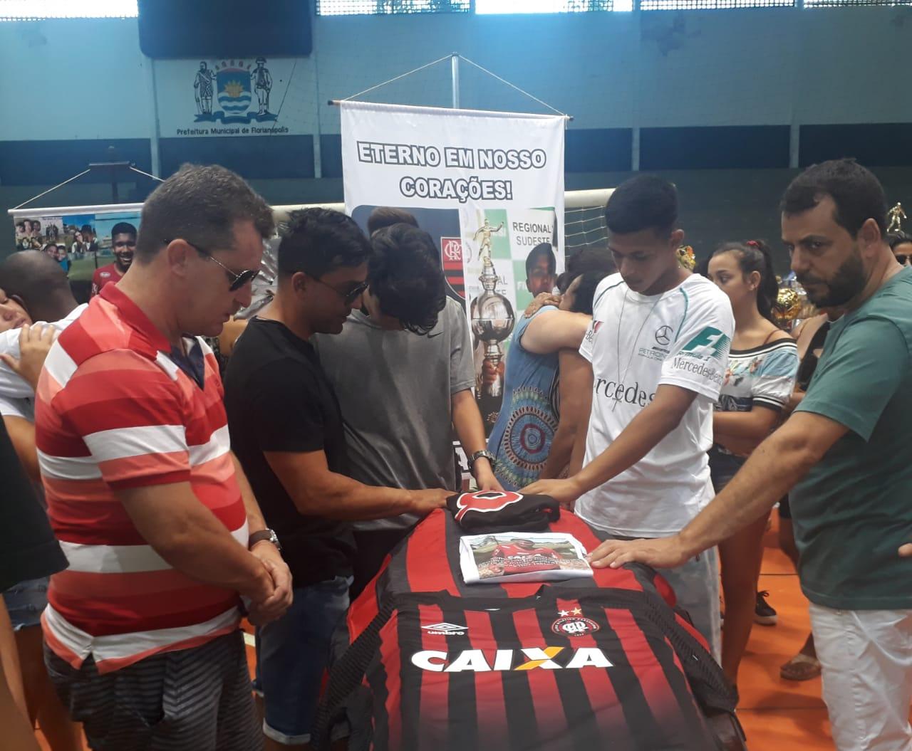 Vitor Isaías foi velado na manhã deste domingo (10) no Ginásio Carlos Alberto Campos em Florianópolis   Foto Ewaldo Willerding/OCPNews