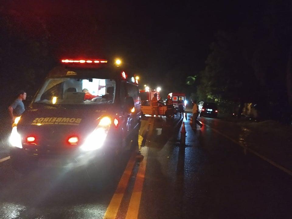 Duas pessoas foram socorridas pelos bombeirosvoluntários | Foto Fabio Junkes/OCP News