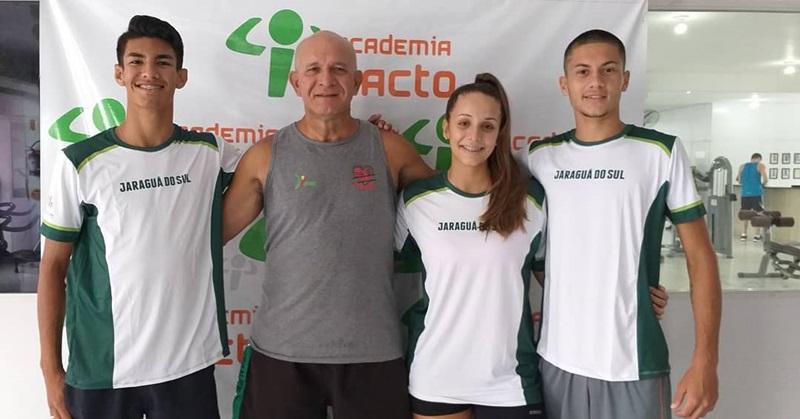 Pedro Henrique (E), Felipe (D) e Helena representam Jaraguá do Sul no evento | Foto Divulgação
