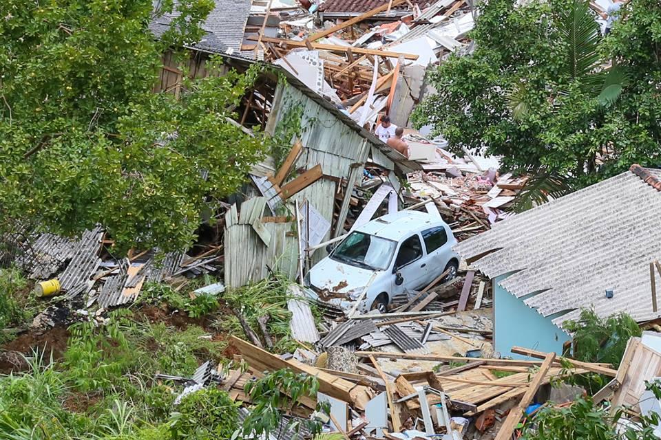Desmoronamento deixou rastro de destruição na Vila Freitas   Foto Eduardo Montecino/OCP News