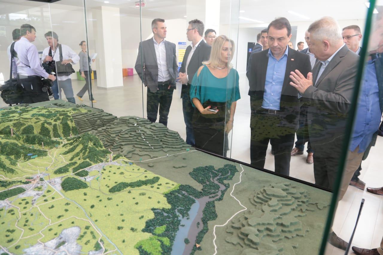 Primeiro compromisso em Joinville foi no Complexo Industrial Perini Business | Foto Divulgação Maurício Vieira/Secom/Governo do Estado
