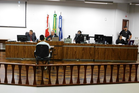 Sessão realizada no fórum da comarca de Joinville foi presidida pelo juiz Gustavo Arachescki   Foto Thiago Dias/TJSC